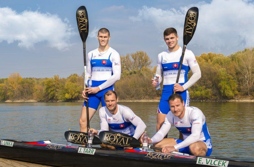 Slowakischer Viererkajak beim Aufbau Denis Myšák, Erik Vlček, Juraj Tarr, Tibor Linka